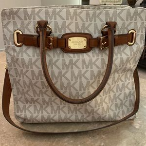 XL Michael Kors Shoulder Bag